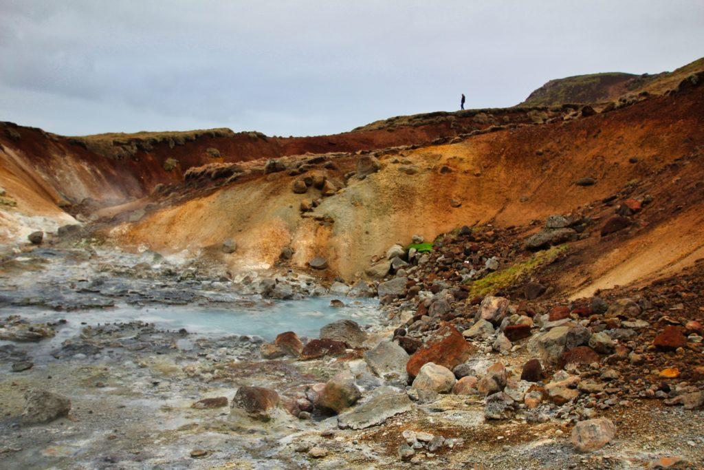 Bunte Erde im Geothermalgebiet Krýsuvik in Island
