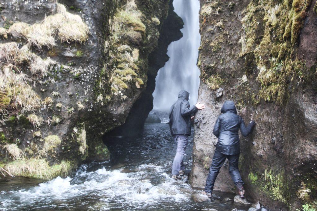 Gljúfrabúi - Ein Wasserfall im Fels auf Island