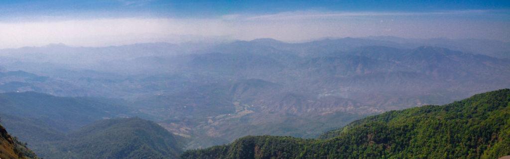 Blick über den Doi Inthanon  Nationalpark bei guter Sicht