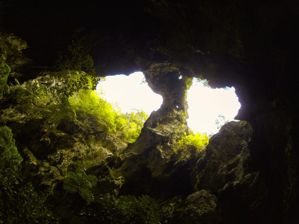 Loch in Decke Phraya-Nakhon Höhle
